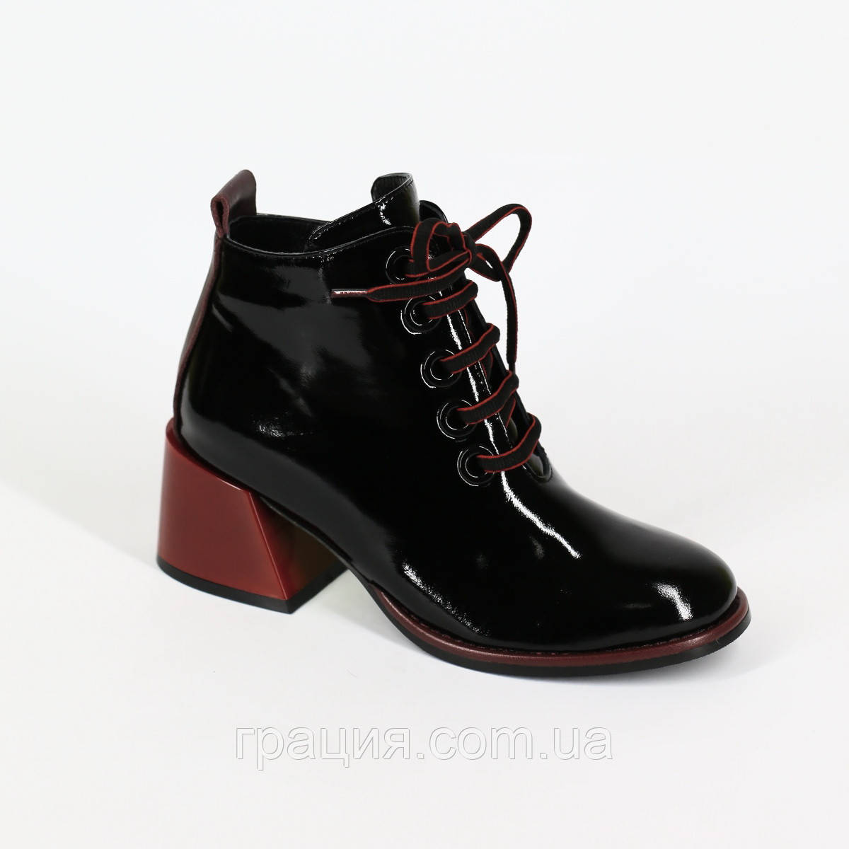 Стильні лакові черевики на байку зі шнурівкою