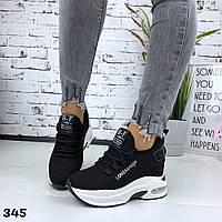 Женские кроссовки чёрные  обувном текстиле на танкетке Loni