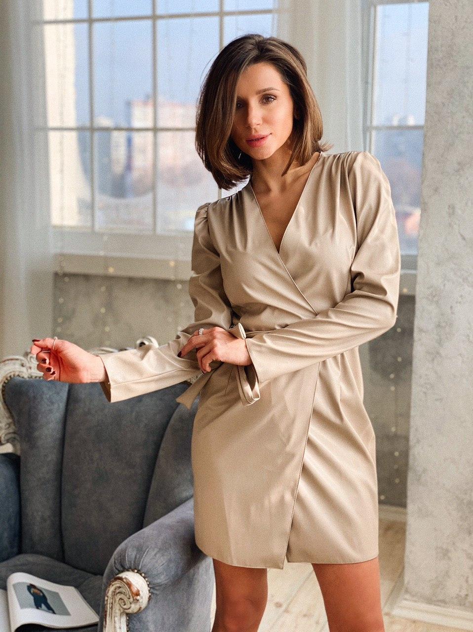 Кожаное платье на запах с длинным рукавом и поясом vN6634