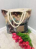 Вместительная сумка бежевого цвета с рисунком