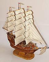 Корабль со светлыми парусами