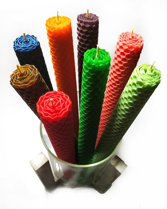Свічки з кольорової вощини катані ручної роботи (висота 26 см діаметр 2,3 см)