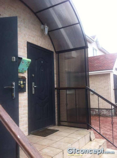 Навес над входом малоквартирного дома 1