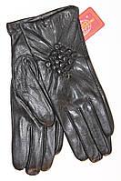 Модные кожаные перчатки с украшением
