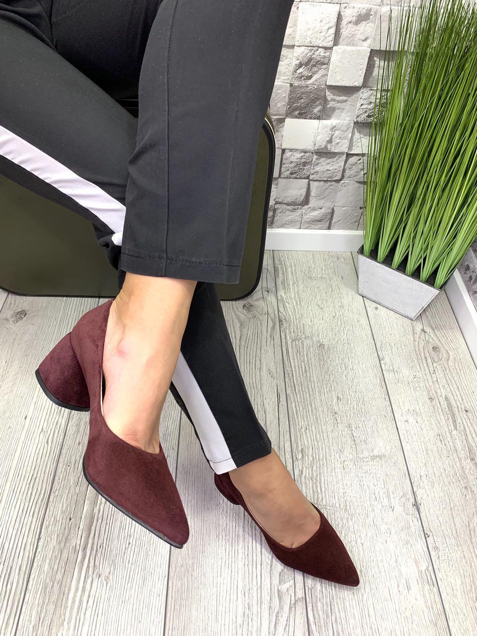 Женские туфли-лодочки из натуральной замши на каблуке бордо