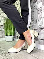 Женские закрытые туфли из натуральной кожи на каблуке беж /беж змея, фото 1