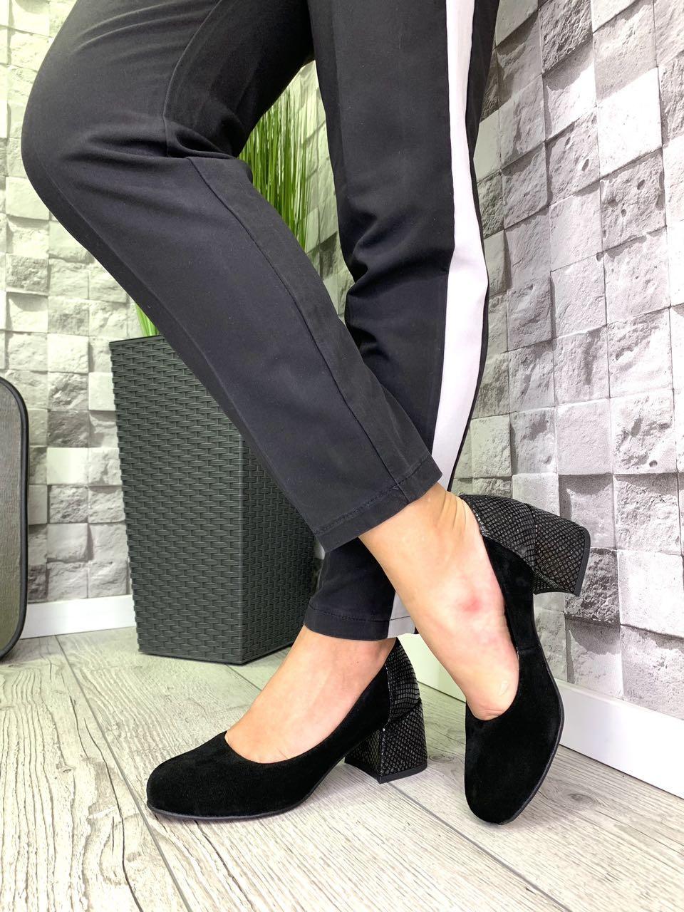 Жіночі закриті туфлі з натуральної замші на підборах Чорний / нікель змія