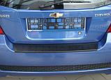 Пластиковая защитная накладка на задний бампер для Chevrolet Aveo T255 5dr хетчбек 2008+, фото 3