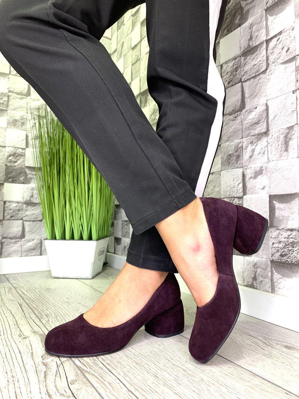 Женские закрытые туфли из натуральной замши на каблуке марсала