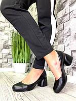 Женские закрытые туфли из натуральной кожи на каблуке черные, фото 1
