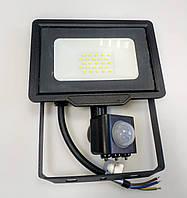 Светодиодный прожектор с датчиком движения 30W Slim 6200K