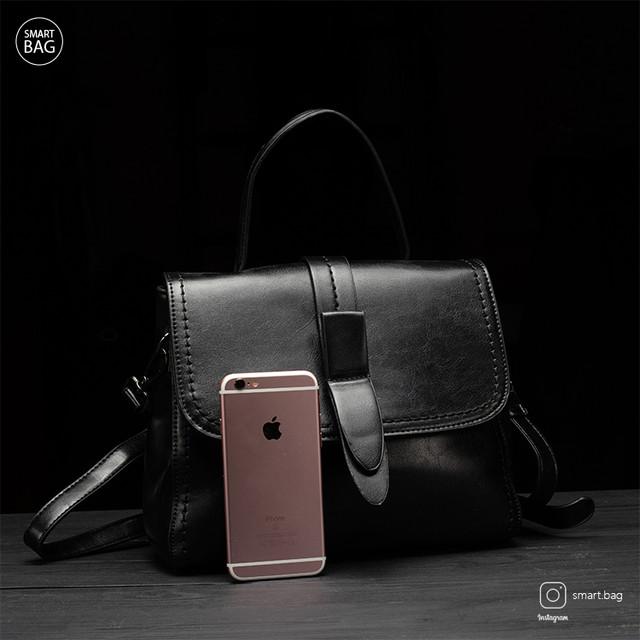 Классическая женская кожаная сумка на плечо   черная