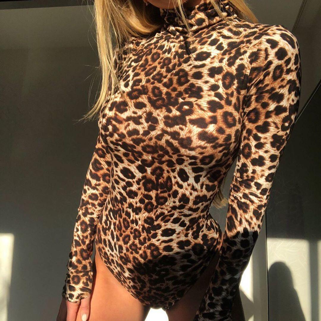 Леопардовое боди под горло с митенками