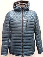 Зимняя мужская куртка бирюзового цвета.