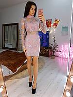 Кружевное платье женское по фигуре с высоким горлом розовое