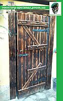 Дверь деревяннаяпод старину с металлическими элементами ручной работы