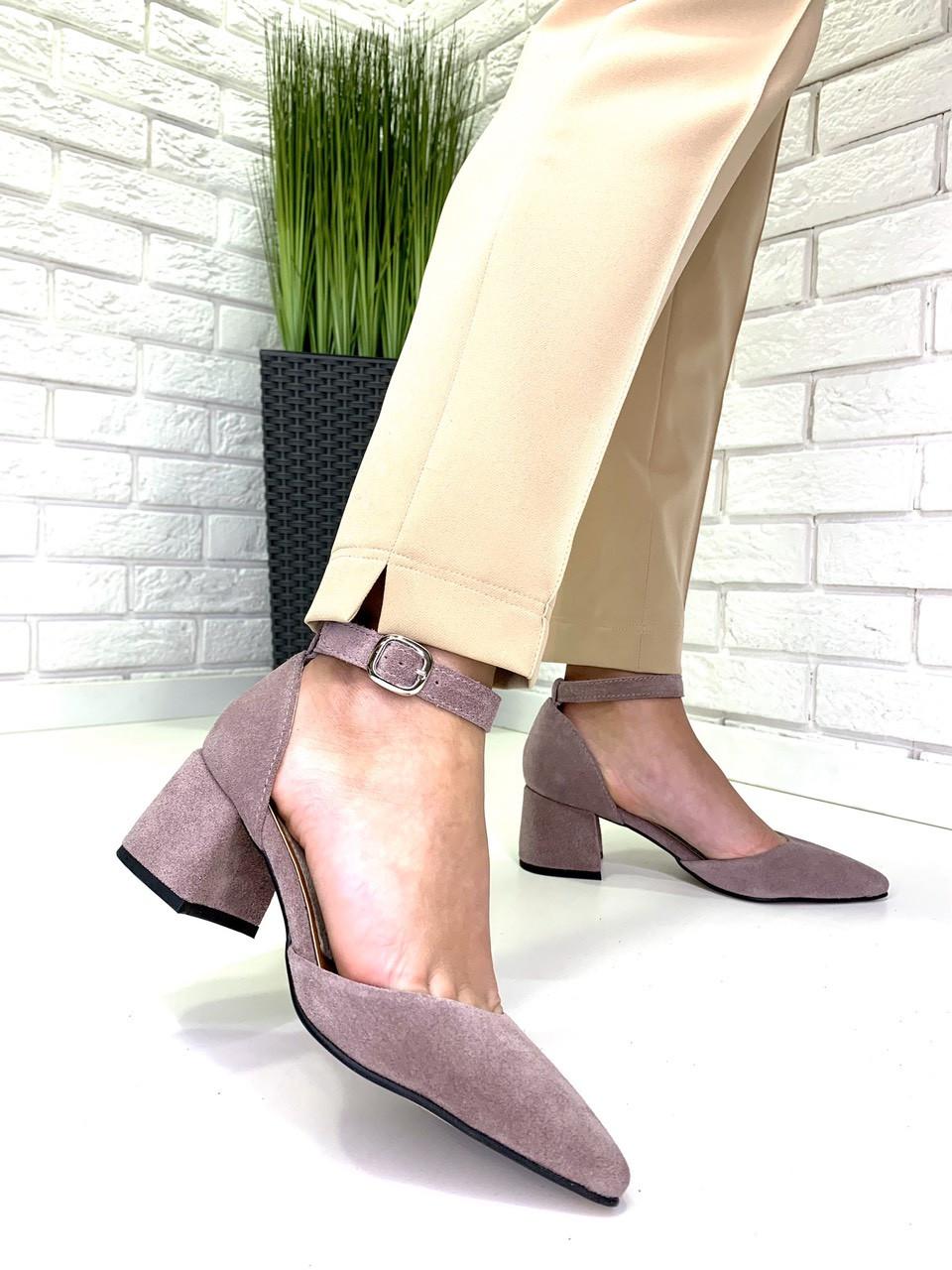 Женские замшевые туфли на каблуке капучино