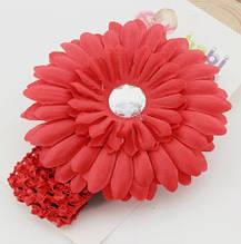 Красная детская повязка с цветком - размер универсальный (на резинке), цветок 11см