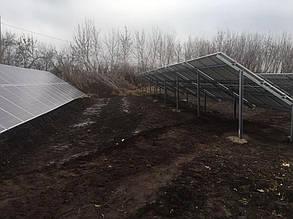 Панели установлены на фермах из оцинкованной стали.