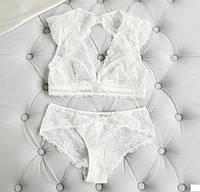 Комплект женского кружевного нижнего белья в белом цвете