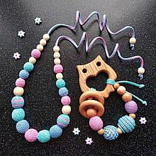 """Подарочный набор для мамы и малыша: слингобусы и грызунок Ярмирина """"Росинка Совушка"""" можжевельник"""
