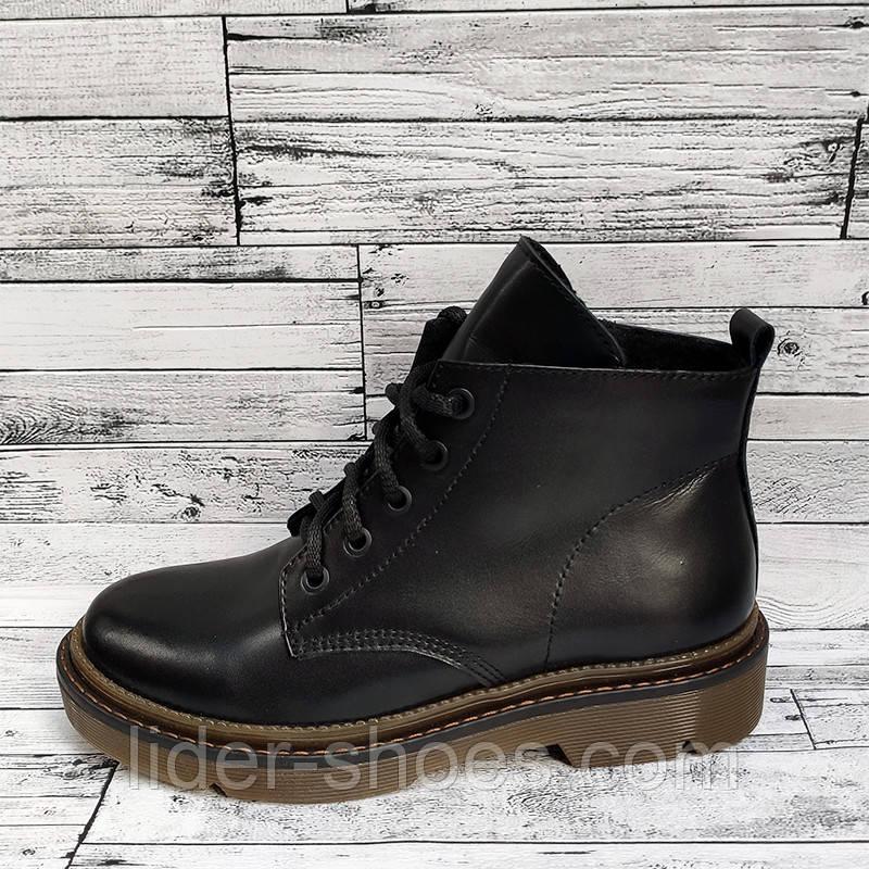Женские ботинки на низком каблуке черного цвета