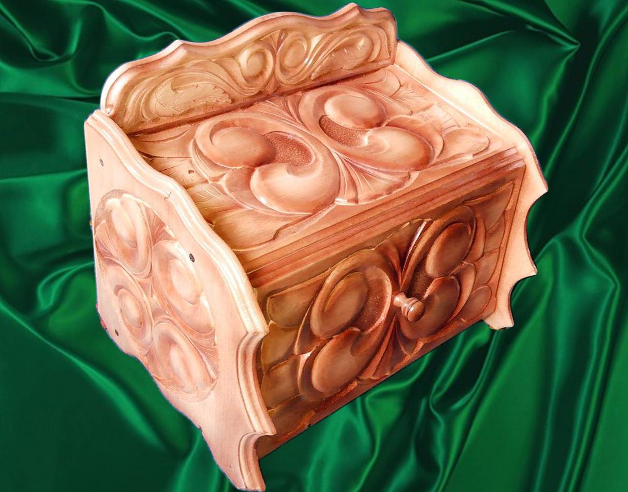 Хлебница из дерева резная