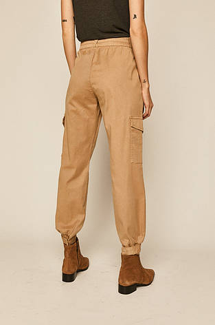 Бежевые брюки женские с карманами карго, фото 2