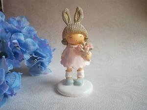 Керамическая статуэтка Девочка с цветами.