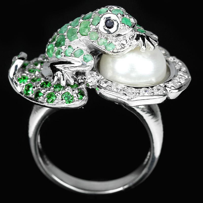 Серебряное  кольцо с изумрудами и жемчугом