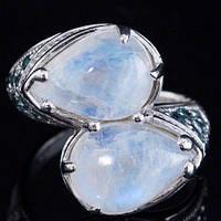 Серебряное кольцо с лунным камнем и голубыми топазами