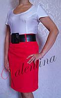 Прямая красная юбка
