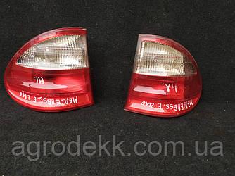 Задние фонари MERCEDES 210 820 53 64(универсал)