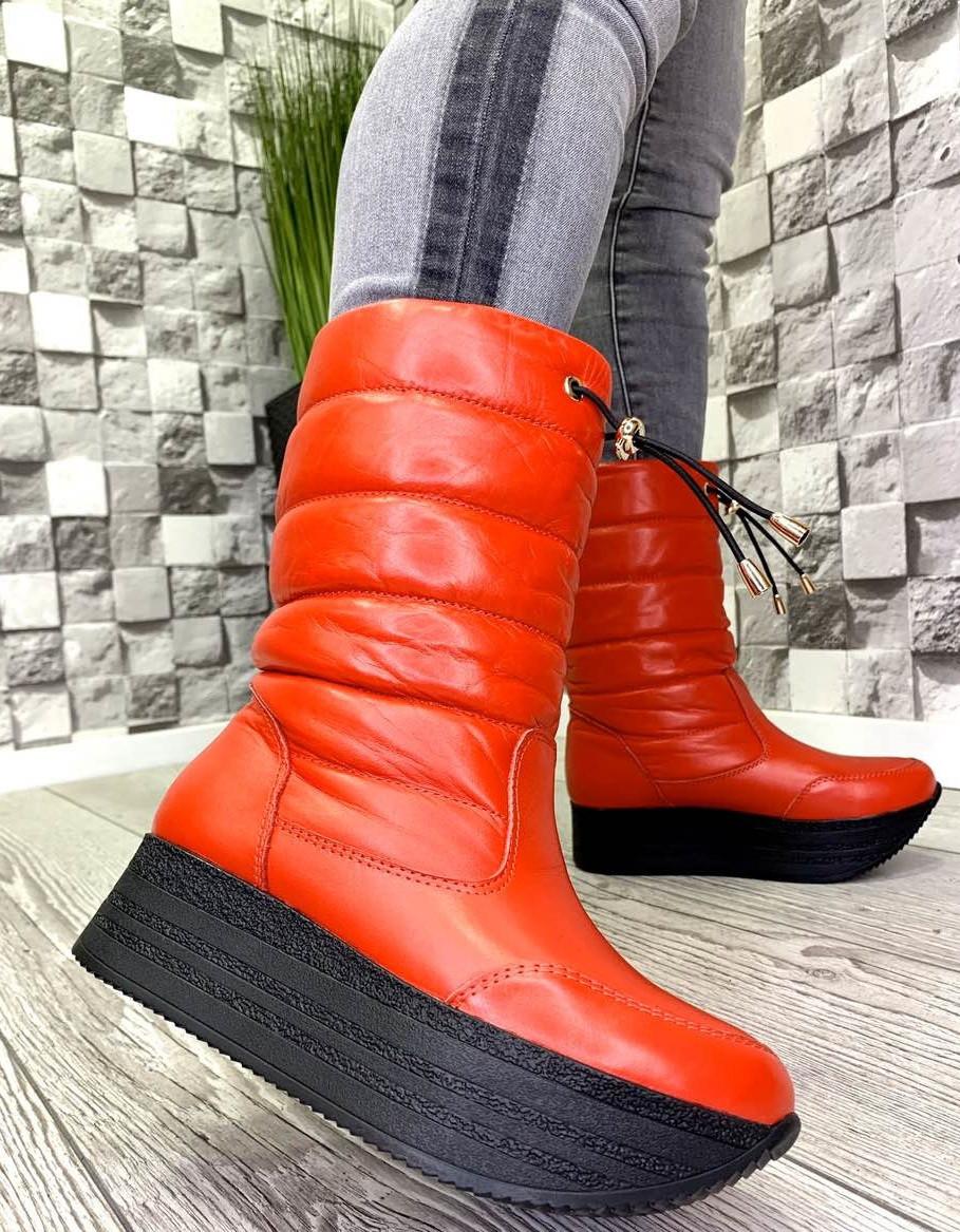 Женские кожаные сапоги дутики зима красные