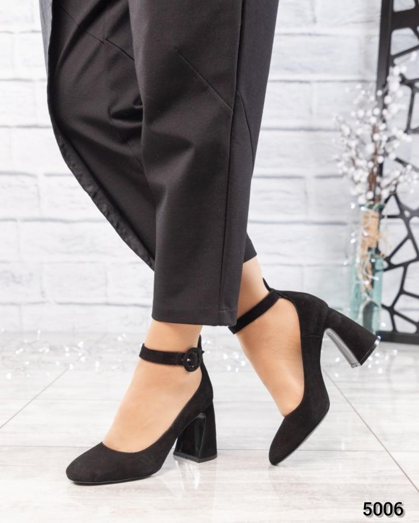 Туфли женские на фигурном каблуке черные