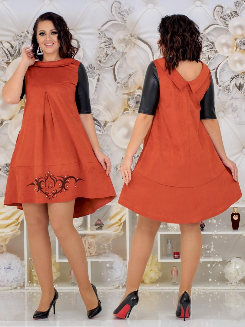 Нарядное замшевое платье с рисунком и жемчугом 48-54р.(4расцв)