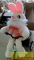 Механическая игрушка Заяц на велосипеде едет 2410-16