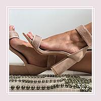Женские босоножки на устойчивом каблуке стразы на ремешке, беж замша
