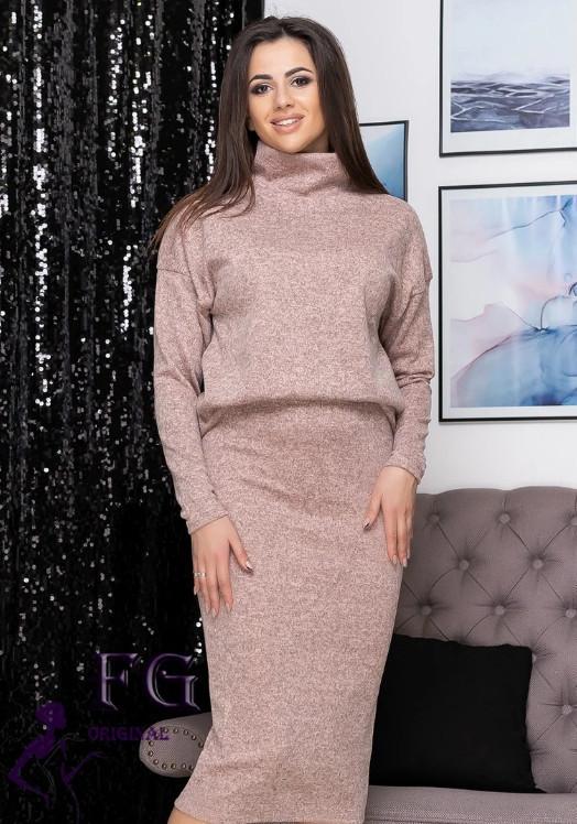 Рожевий жіночий ошатний костюм ангора-софт: вільна кофта з горловиною і спідниця міді