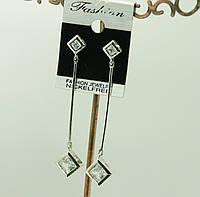 Серьги - гвоздики на длинной цепочке с камушками Swarovski. 432