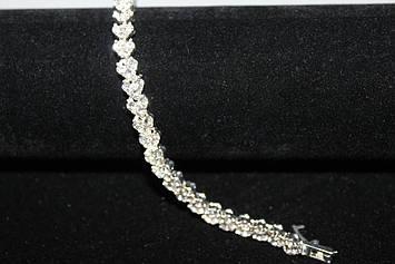 Стильный вечерний браслет серебристый с камнями