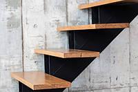Деревянная лестница в дом ступеньки из дерева, фото 1