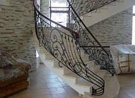 Маршевая классическая лестница из мрамора