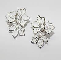 Серьги родированые с белой эмалью Поляна цветов, фото 1