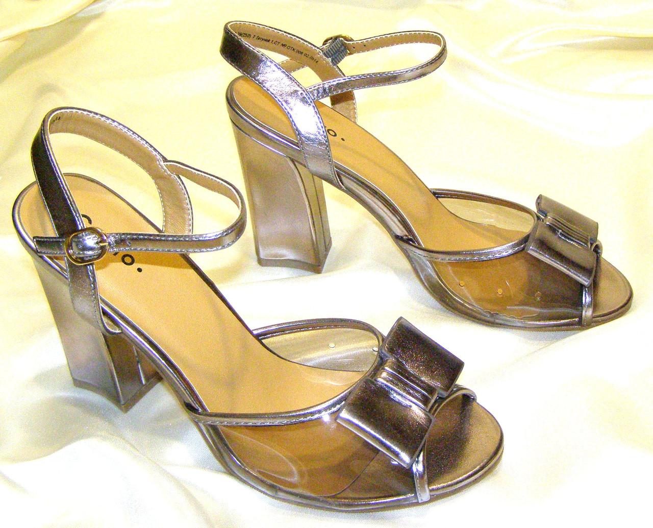 Яркие бронзовые босоножки 39 размер