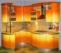 Кухня з гнутими фарбованими фасадами