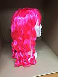 Парик карнавальный с челкой длинные локоны розовый  55см, фото 2