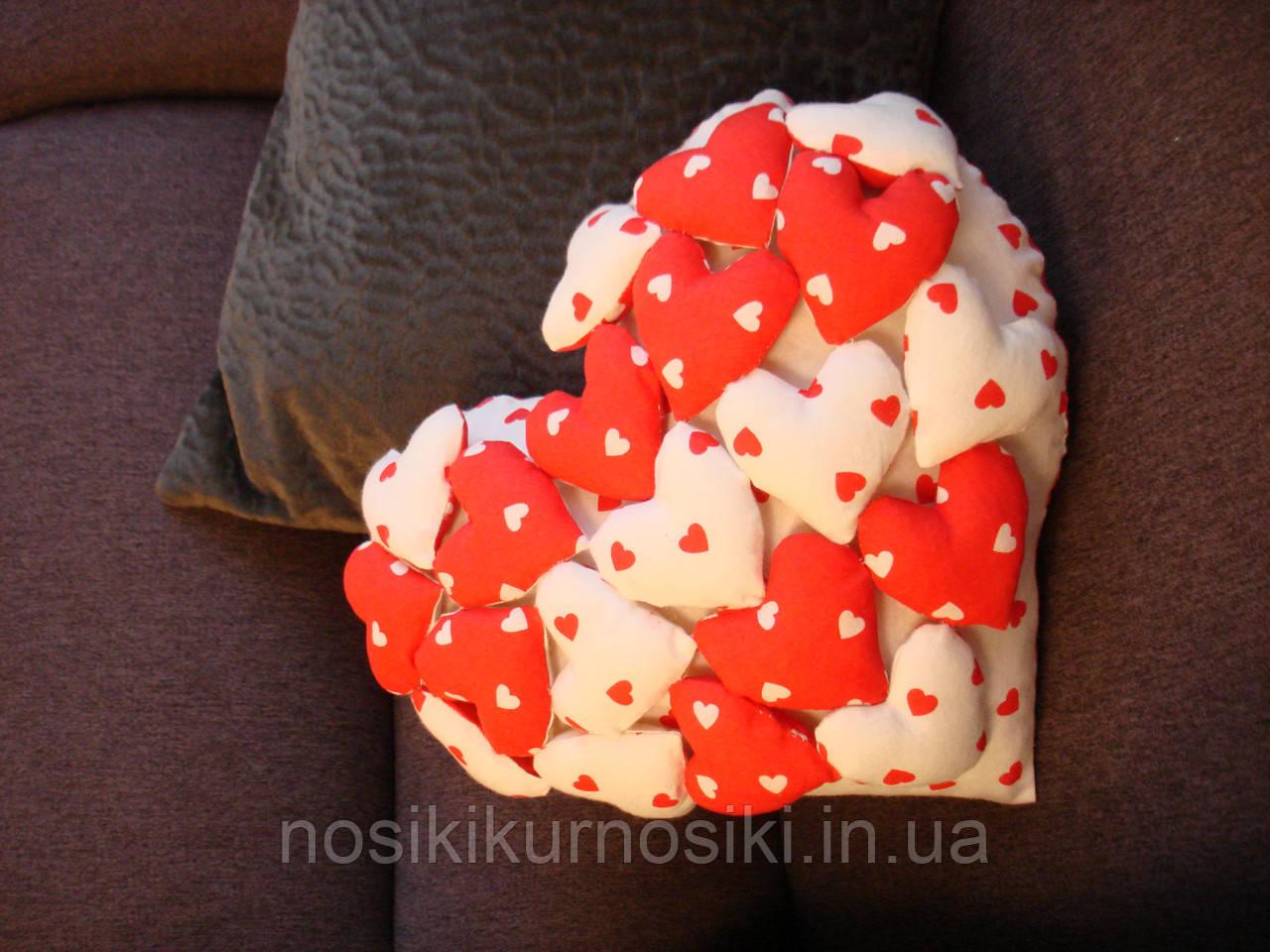 Интерьерная подушка ручной работы из натуральных тканей — Сердце с сердечками