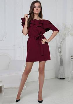 Модное платье с воланами на плечах