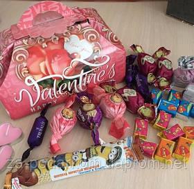 """Солодкий подарунок дівчині на 14 лютого """"Скриня Валентинка"""" в коробці"""
